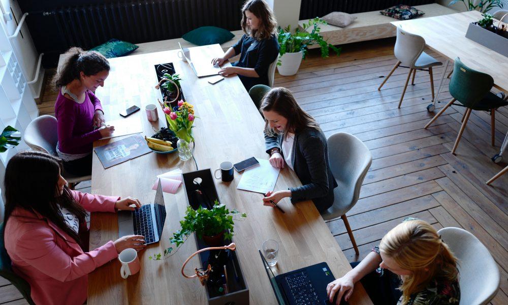 Quels sont les avantages et les inconvénients à partager ses locaux professionnels ?