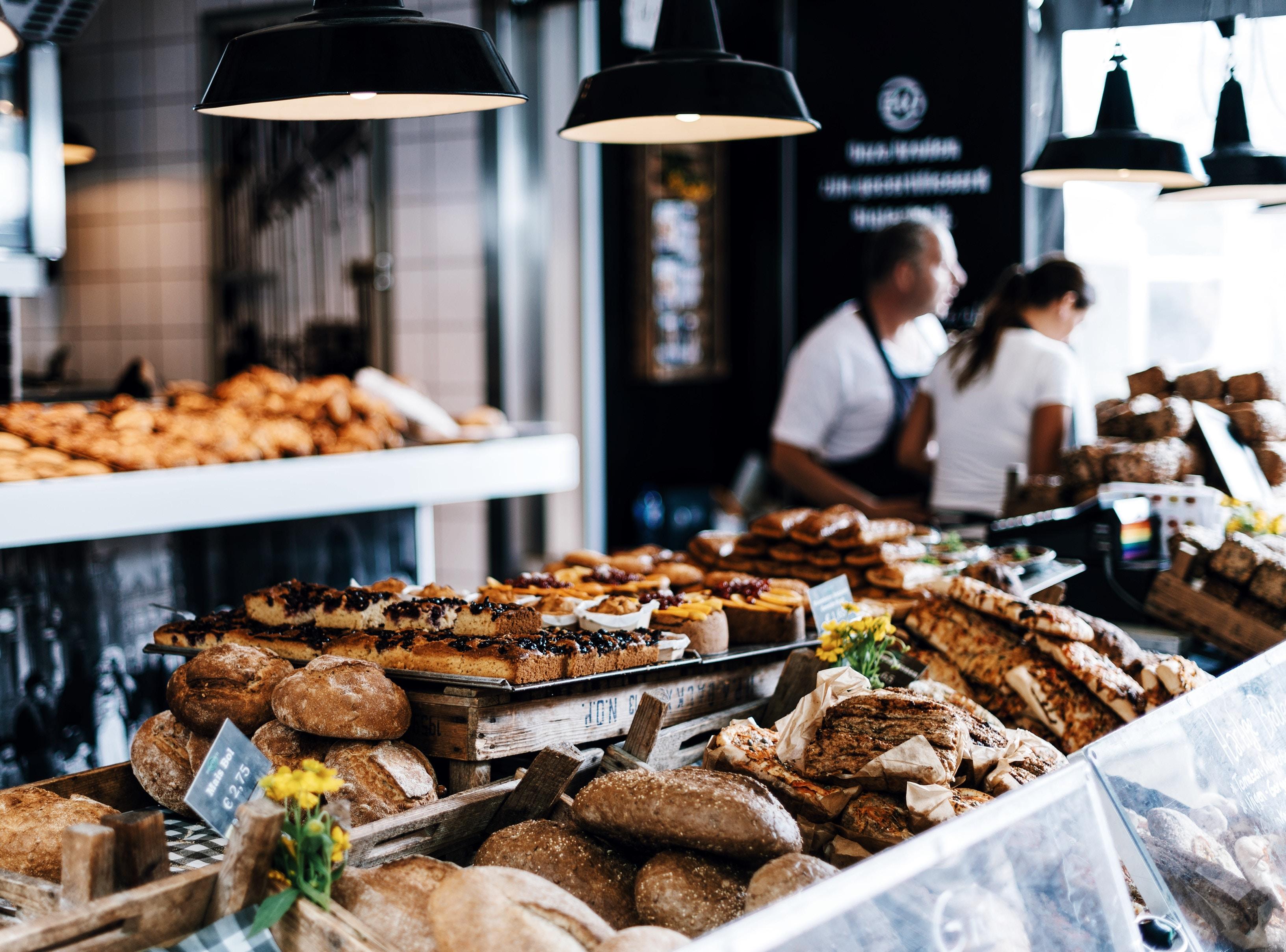 Comptoir boulangerie avec pain frais