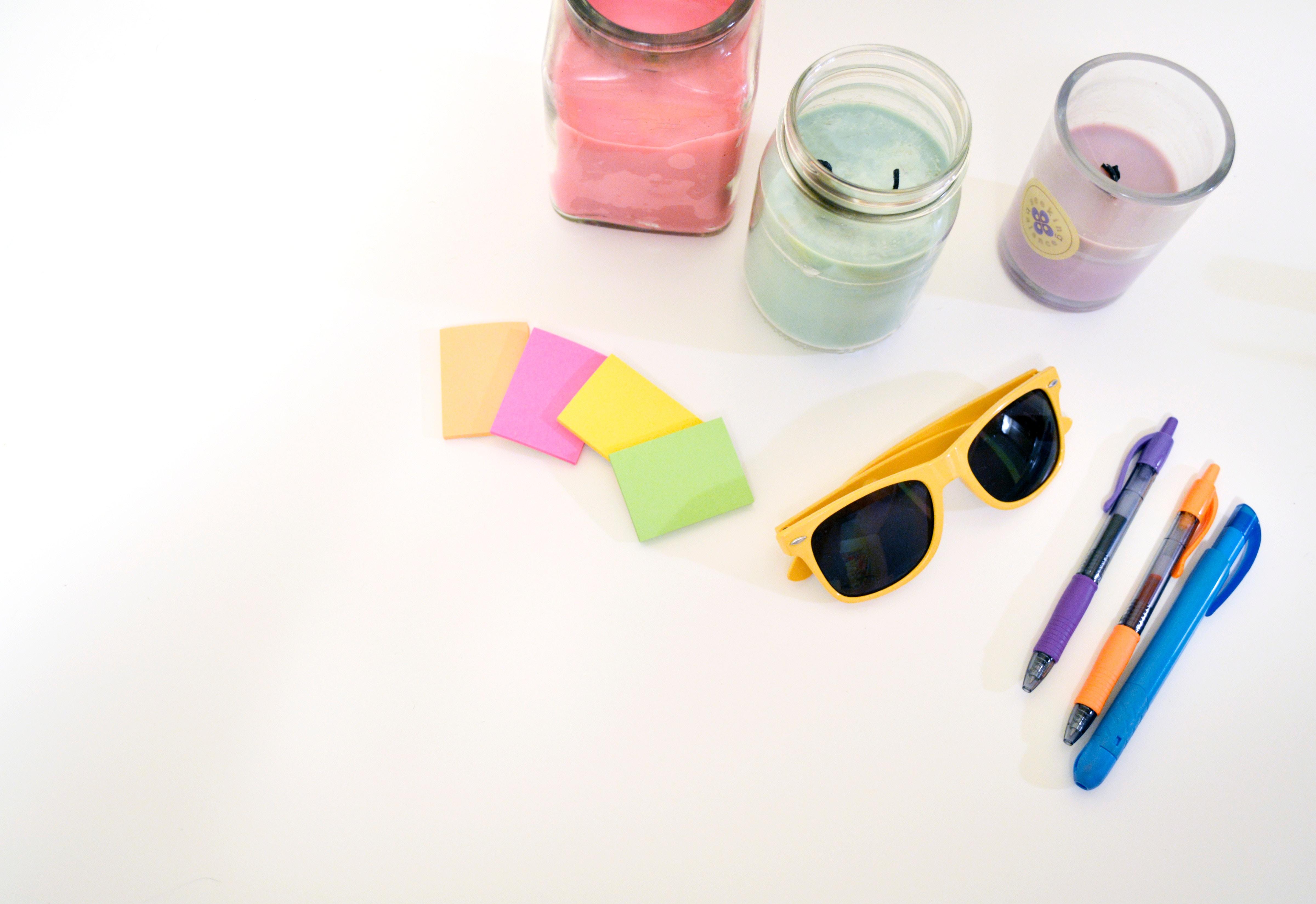 goodies entreprise lunettes de soleil post it stylos bougies