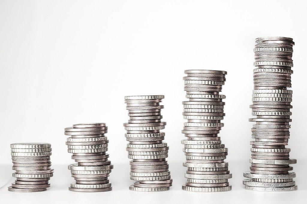 tas de pièces de monnaie